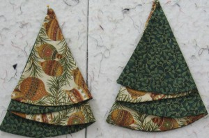 napkins and ornaments 383 300x198 Christmas Tree Napkin Pattern