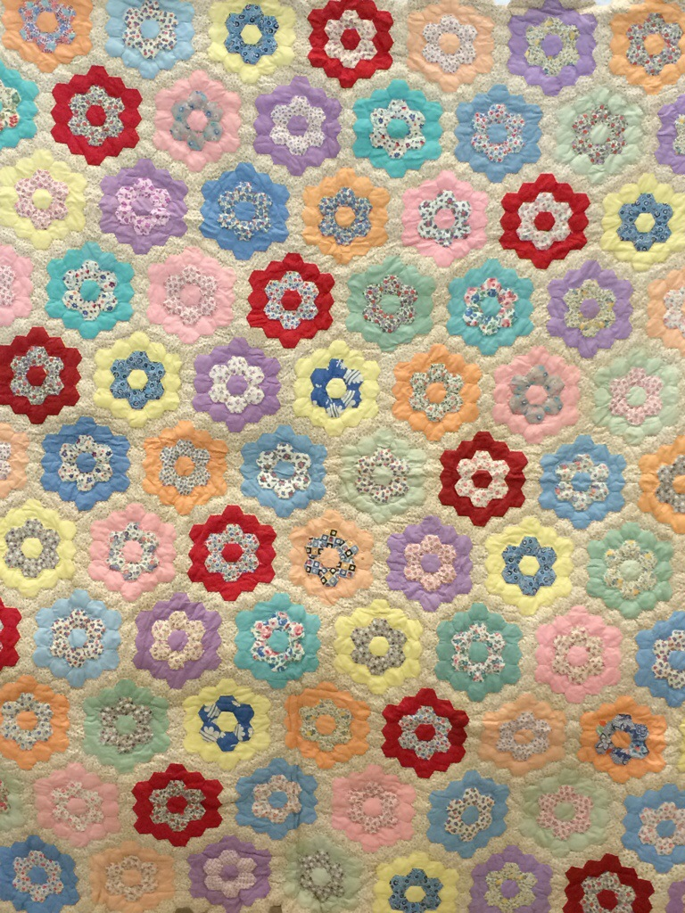 Quilt class sharing a whole week 39 s worth lyn brown 39 s quilting blog for Grandmother flower garden quilt pattern variations